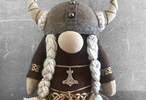 Girl-Viking-Gnome-with-Brown-Faux-Fur-PhotoRoom-7